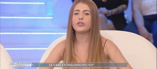 Asia Gianese attacca Silvia Romano ma poi ritratta: 'È stato il mio social media manager'.