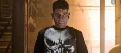 Jon Bernthal deu vida ao personagem Pushiner na série. (Reprodução/Netflix)