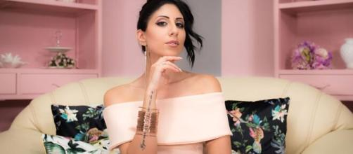 La cantante Maky Ferrari sul set del nuovo video 'Latte e biscotti'.