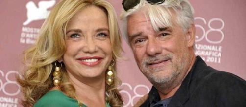Simona Izzo e Ricky Tognazzi dopo 25 anni di matrimonio stanno trascorrendo il periodo a casa fra lavoro e intimità