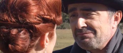 Una Vita, trame Spagna: Ramon dichiara il suo amore alla domestica Carmen.