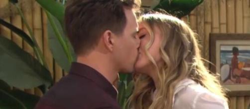 Beautiful, spoiler al 23 maggio: Flo e Wyatt si baciano.