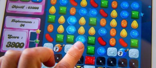 Como um dos jogos mais baixados, Candy Crush conquistou os usuários. (Arquivo Blasting News)