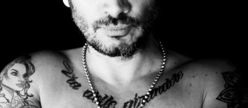 Fabrizio Moro, cantautore romano.