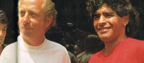 Ottavio Bianchi e Diego Maradona in una foto degli anni '80.