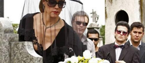 Tereza Cristina na cena do enterro de Marcela na novela das nove. (Reprodução/TV Globo)