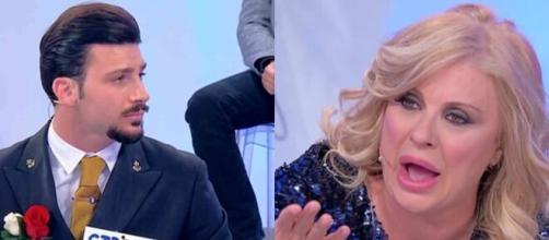 Uomini e Donne, Tina ironizza sulla coppia Sirius/Nicola: 'Il nipote si sta alterando'.