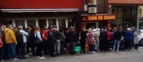 Deconfinement : Les français se ruent en Espagne pour acheter des cigarettes et du tabac - Capture d'écran vidéo Twitter
