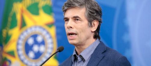 Nelson Teich assumiu o cargo após a saída de Luiz Henrique Mandetta, o médico está no cargo a menos de um mês. (Arquivo Blasting News)