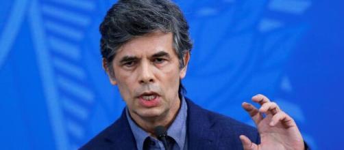 Nelson Teich pediu demissão do governo Bolsonaro antes de completar um mês no cargo de ministro da Saúde. (Arquivo Blasting News)