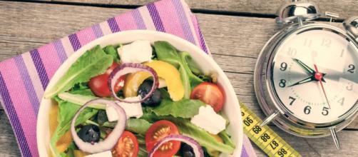 Ayuno intermitente promete una pérdida de peso saludable y constante