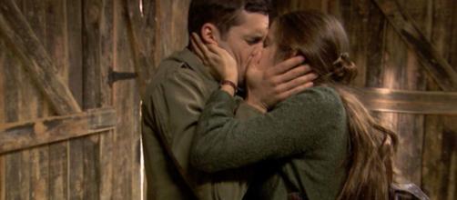 Il Segreto, trame spagnole: Pablo ritrova Carolina dopo aver disertato la leva militare.