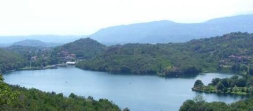 Torino, effusioni in pieno giorno sul molo del lago di Sirio: coppia rischierebbe una denuncia