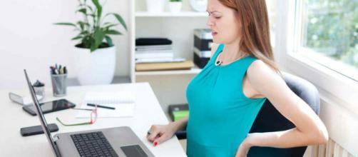 Cómo aliviar el dolor de espalda mientras hacemos home office