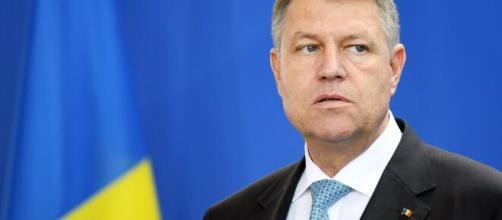 Klaus Iohannis dichiara che la Romania entra in stato d'allerta, dopo due mesi di stato d'emergenza, a causa del coronavirus.