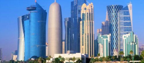 Norme severe in Qatar: chi esce di casa senza mascherina rischia 3 anni di carcere.