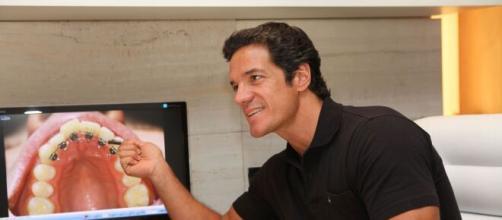 Antigamente ator, Carlos atualmente é dentista nos EUA. (Arquivo Blasting News)