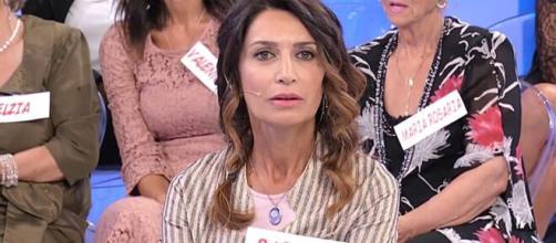 Barbara De Santi pubblica una foto in costume e scoppia la polemica.