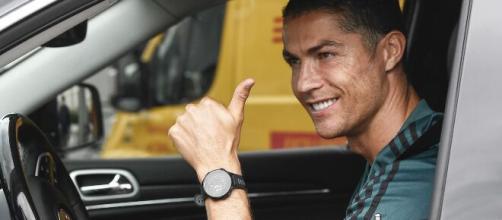 Cristiano Ronaldo llegó solo y con buen ánimo al entrenamiento - yahoo.com