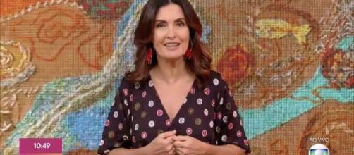 Fátima Bernardes não aparece no programa 'Encontro' por conta de problemas dermatológicos. Créditos: tvefamosos.uol.com.br