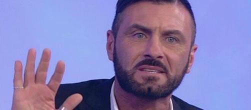 Sossio Aruta si sfoga sui social: 'Non sono un morto di fame'.