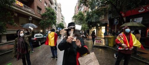 Un joven fue increpado por ser gay en una manifestación contra el PSOE.