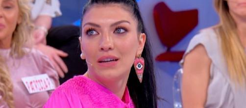 Uomini e Donne, anticipazioni 20 maggio: Giovanna ritrova Alessandro e litiga con Sammy.