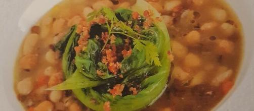 La zuppa di legumi con la scarola.