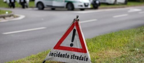 Brindisi, incidente sulla provinciale 82: donna 46enne perde il controllo dell'auto e finisce nelle campagne.