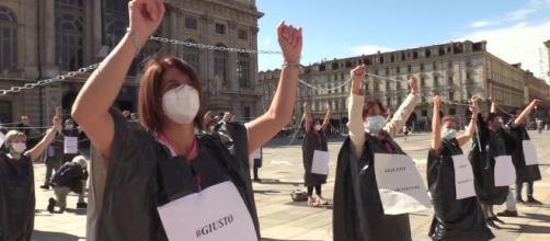 Gli infermieri hanno protestato a Torino perché vogliono un riconoscimento per i sacrifici affrontati nell'emergenza coronavirus.