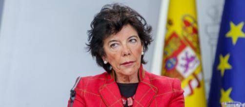 Isabel Celaá, ministra de Educación, pretende que sea la renta familiar y no el mérito académico la norma para acceder a las becas