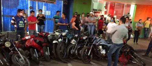 Motos ficaram danificadas. (Divulgação/Polícia Militar)