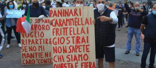 Venditori ambulanti protestano a Milano