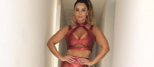 Viviane Araújo arrasou no samba em ensaio de rua da Salgueiro. (Arquivo Blasting News)