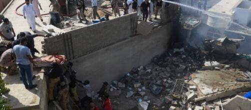 Aeronave atingiu casas de um bairro residencial. (Arquivo Blasting News).