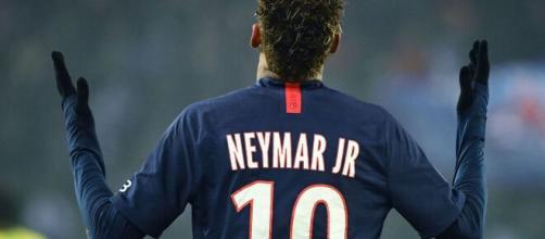 Il brasiliano Neymar, numero 10 del PSG.