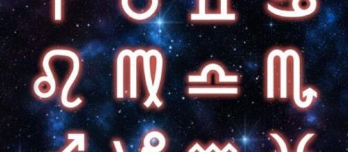 Previsioni zodiacali del 23/05: Leone al centro dell'attenzione e Sagittario coinvolgente.