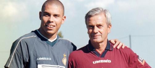 Ronaldo e Gigi Simoni all'Inter nella stagione 1997/98.