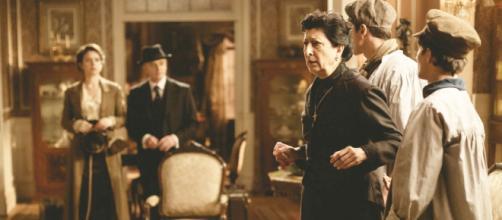Una Vita, spoiler spagnoli: Ursula occupa la casa di Samuel dopo essere finita per strada.