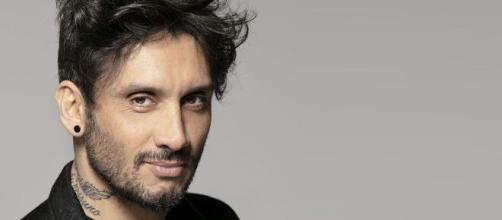 Fabrizio Moro in un'intervista a Vanity Fair ha dichiarato di essere single.