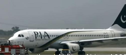 PIA A320 plane crash in Karachi. [Image source/Ishrion Aviation YouTube video]