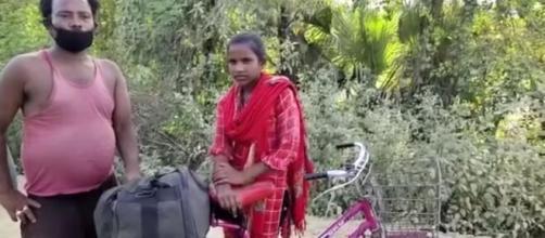 Ciclista quindicenne pedala per 1.200 km col padre sul sellino.
