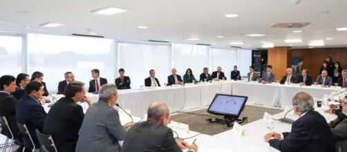 Presidente Jair Bolsonaro reunido com ministros dia 22 de abril. (Arquivo Blasting News)