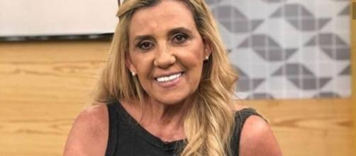 Rita Cadillac informou em entrevista que o auxílio emergencial ajudou a pagar suas contas. (Arquivo Blasting News)