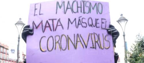 La famosa pancarta del 8M que refleja la culposa inacción del Gobierno por motivos ideológicos
