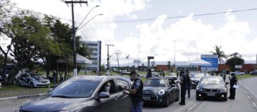 Barreiras sanitárias impedem a entrada de pessoas de outras localidades. (Arquivo Blasting News).