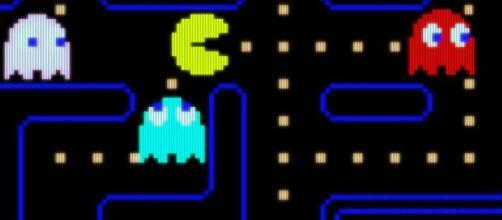 Pac-Man, la celebre super star dei videogiochi, festeggia il suo 40° compleanno.