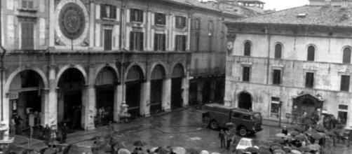 28 maggio 1974, la strage di Piazza della Loggia a Brescia - Video ... - rainews.it