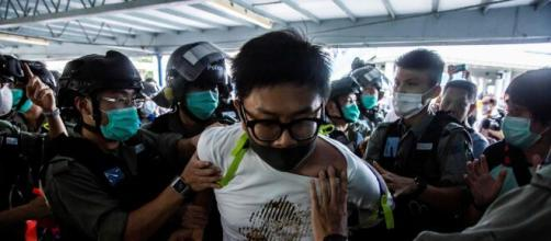 Arresti a Hong Kong di manifestanti contro Pechino.