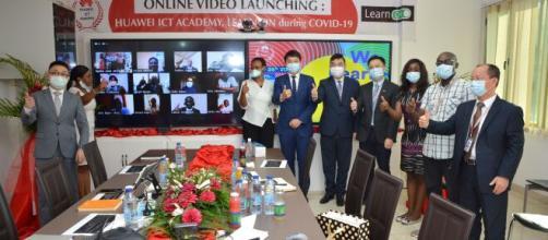 Séance de téléconférence avec Huawei ICT Academy durant le Covid-19 (c) Huawei Cameroun